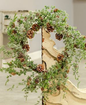 Picture of Icy Stowe Cedar Wreath