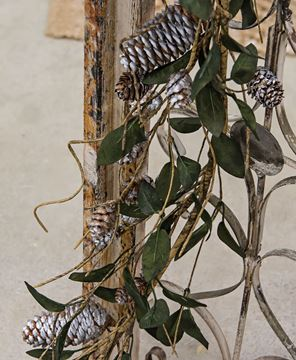 Picture of Silver Frosted Pinecone and Leaf Garland
